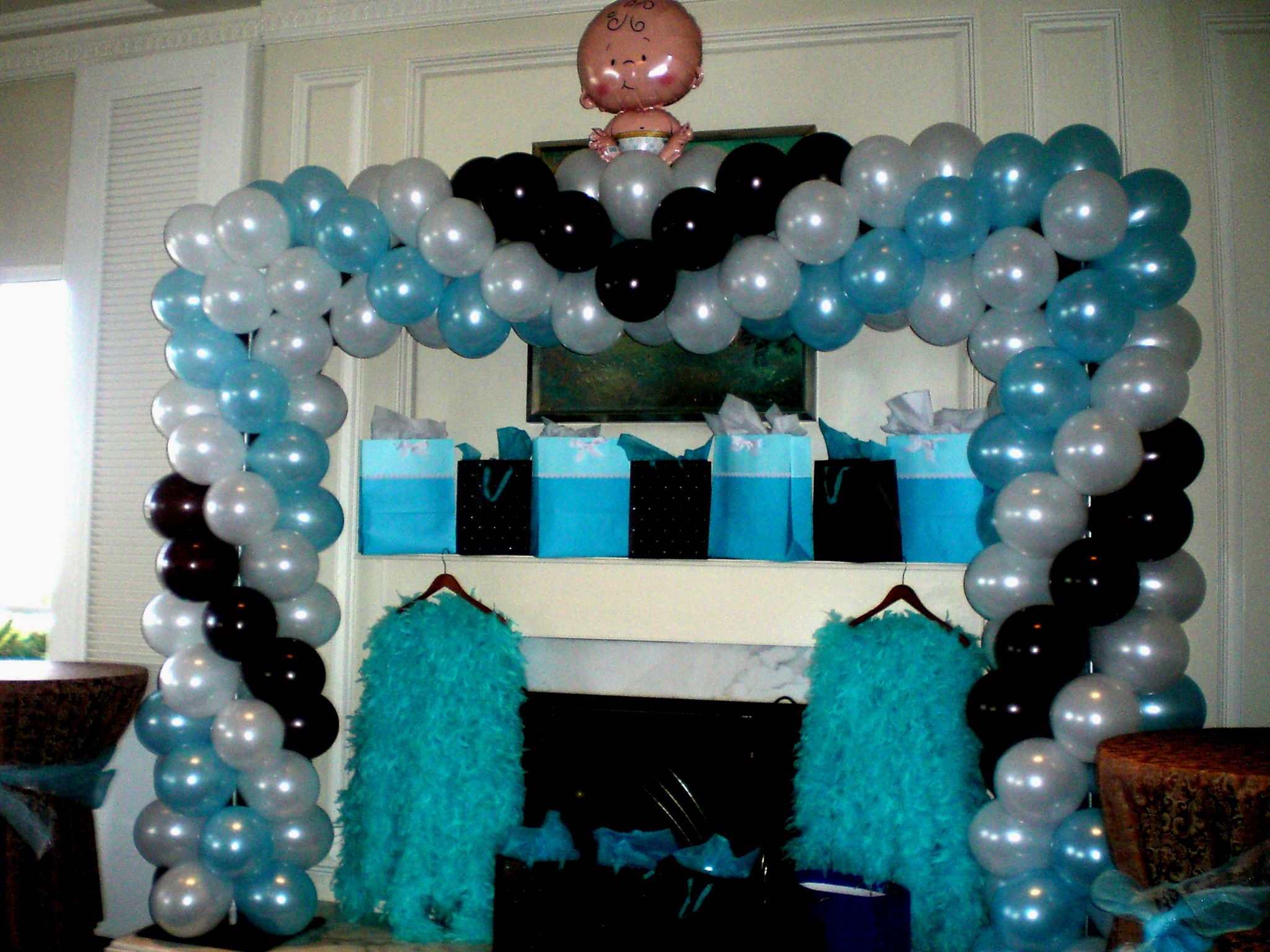 Balloon arch at baby showers pictures to pin on pinterest for Arch balloon decoration