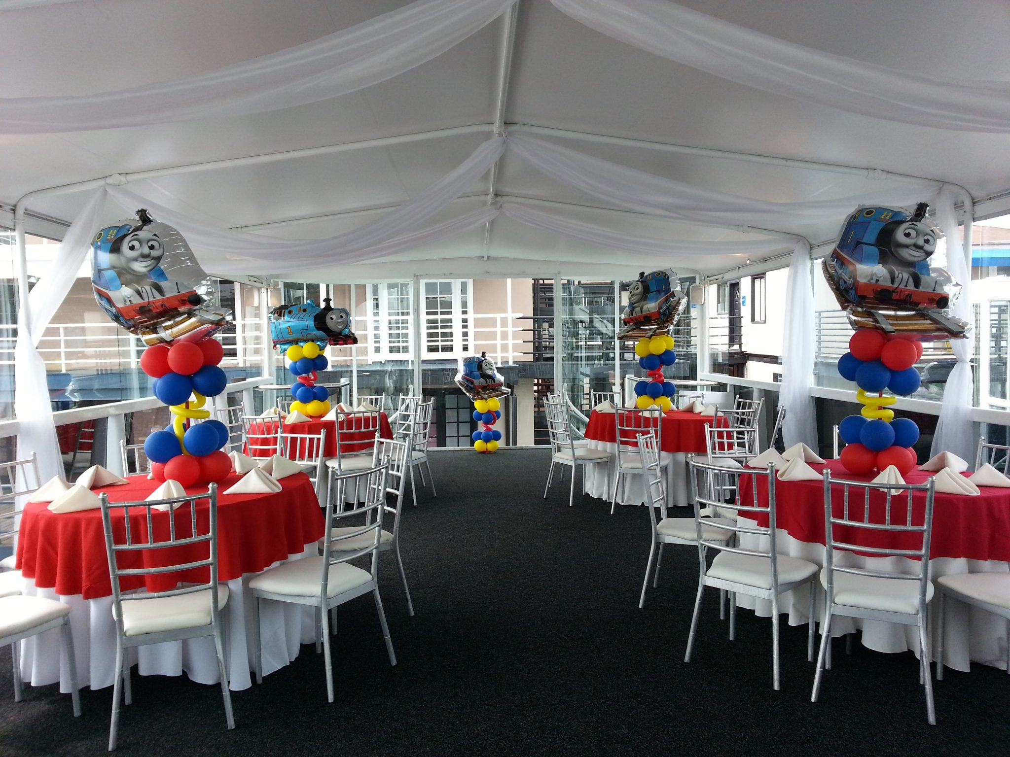 Strange Thomas The Train Balloon Centerpieces Balloons Party Home Interior And Landscaping Sapresignezvosmurscom