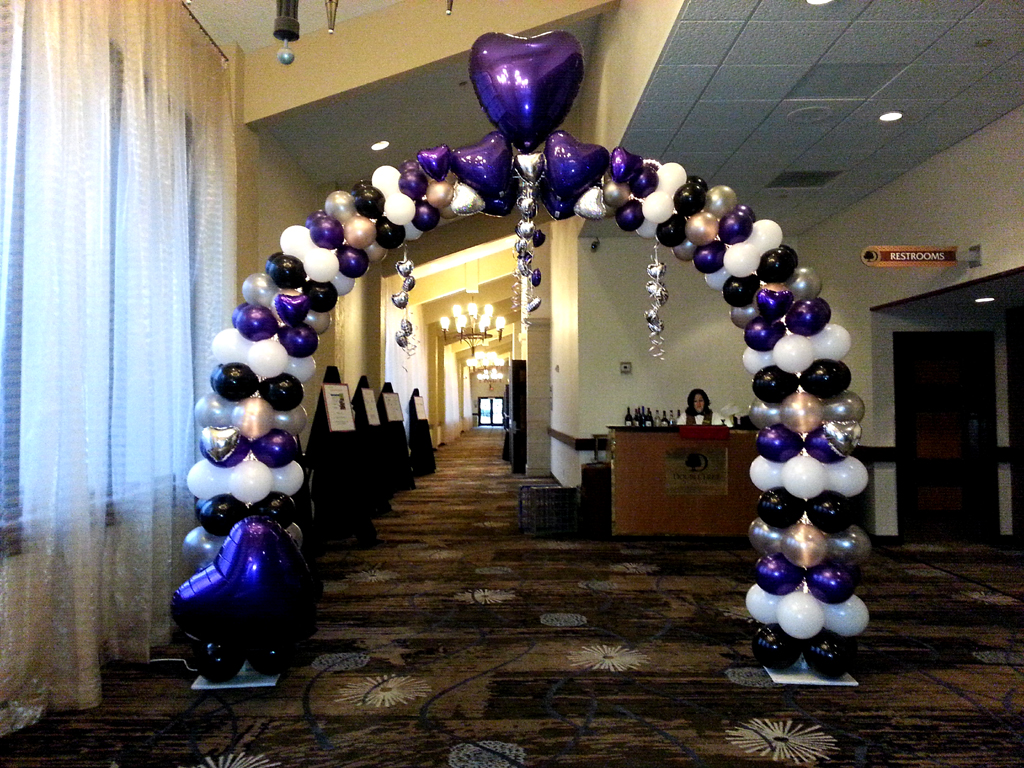 Balloon arch for wedding - Balloon Wedding Tapered Heart With Hearts Arch