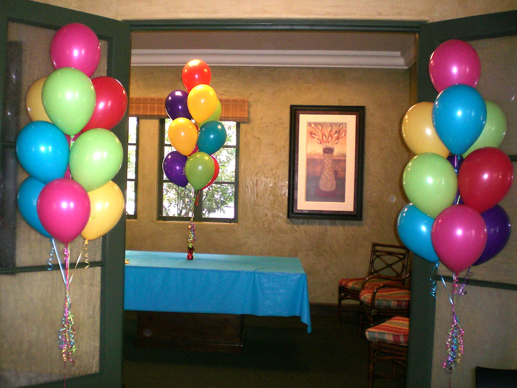 Balloon backdrop ideas balloons party decorations for Balloon decoration at home